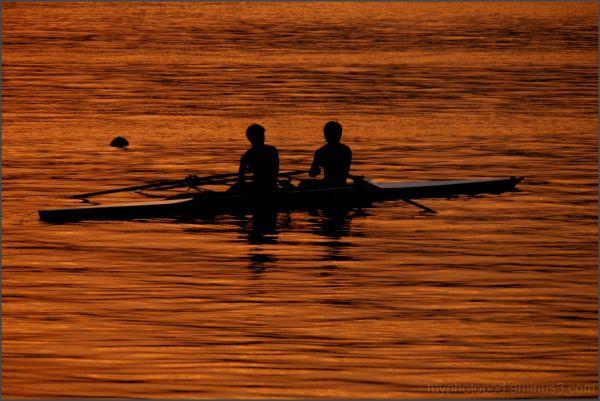 Row it; a boat LEICA