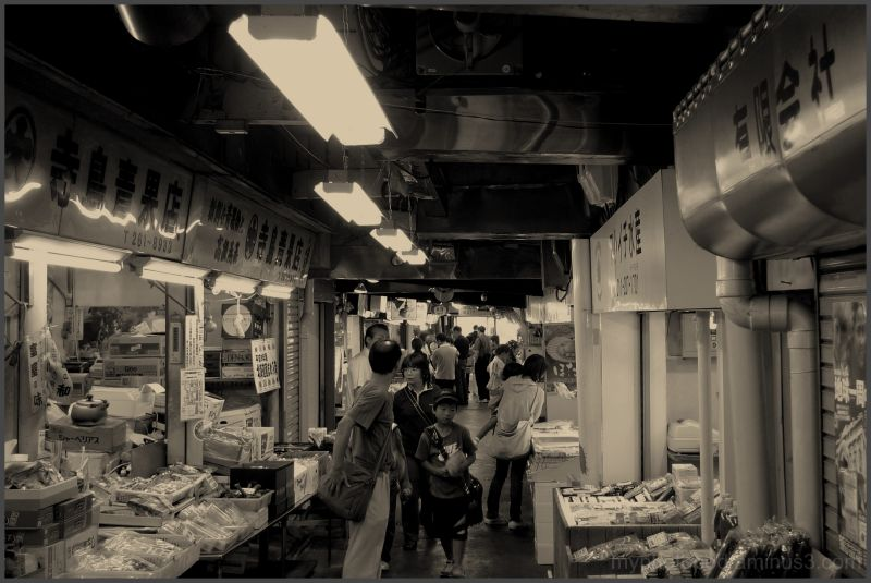 sapporo nijo market walk the arcade LEICA