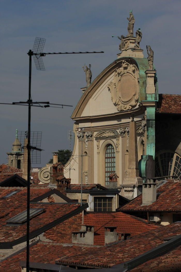 Vigevano Dom over the roofs