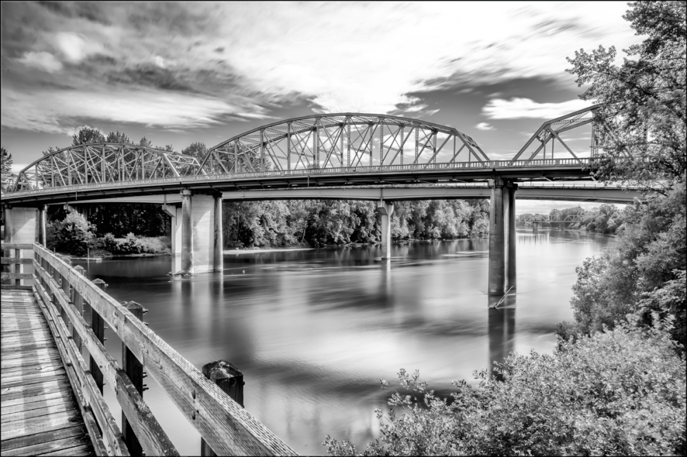 Willamette River B&W