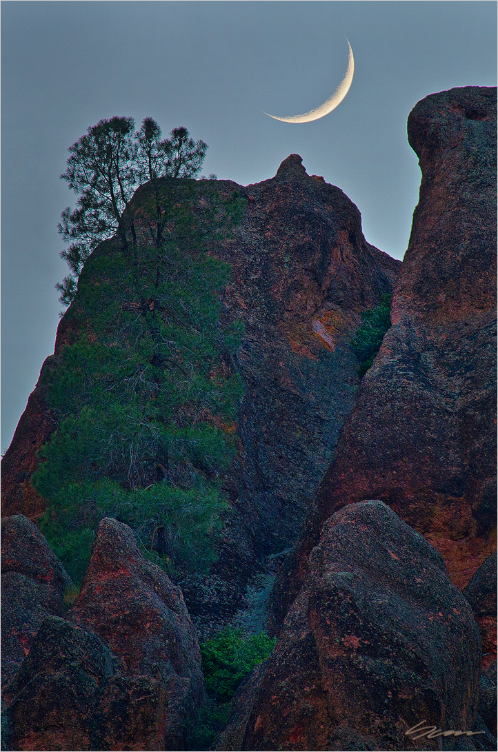 Pinnacles Moonset