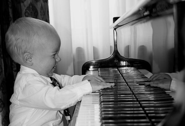 piano playing child