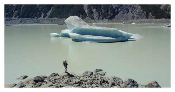 A photographer and the glacier