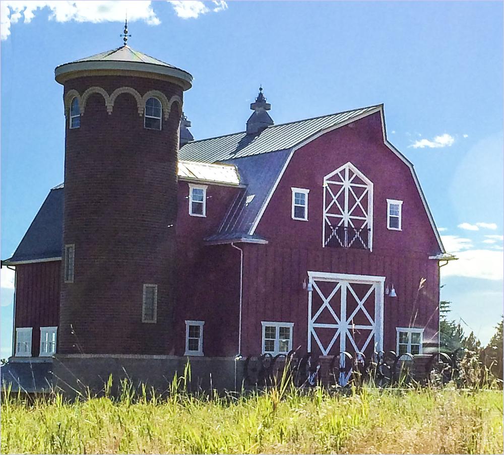 Green Bluff Barn