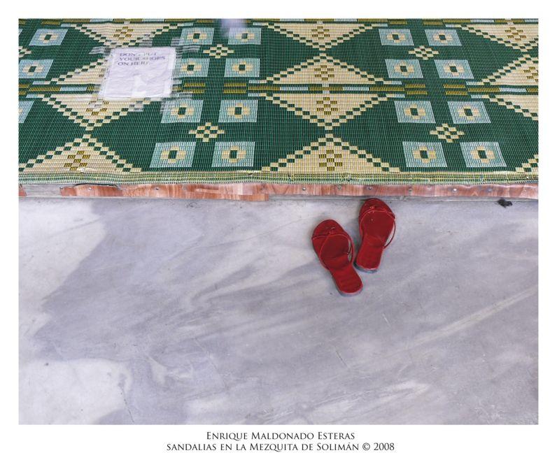 Sandalias en la Mezquita de Solimán