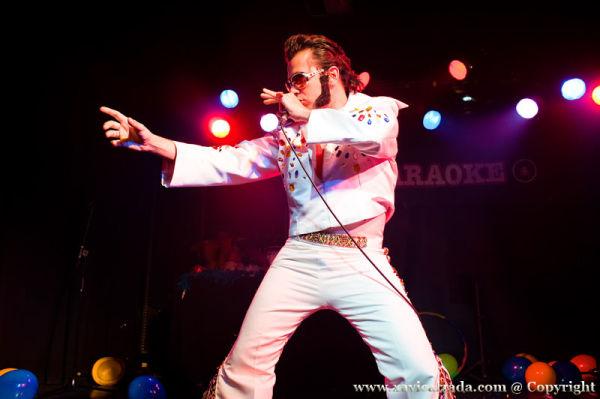 Elvis  live !!