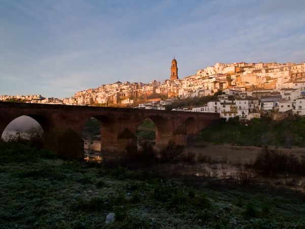 Bridge de las Donadas and village of Montoro
