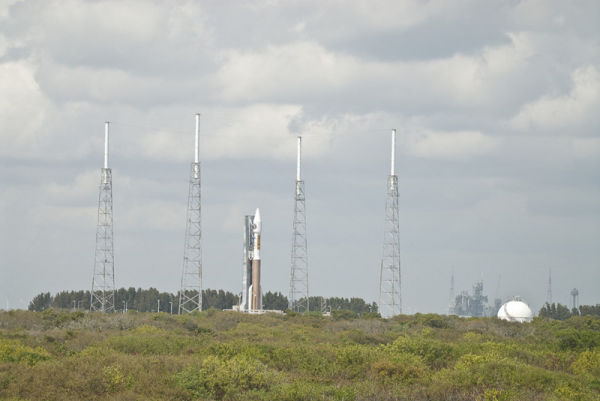 Atlas V and LC-39A