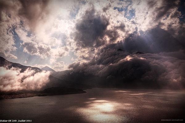 Nuages sur le lac du Mont-Cenis
