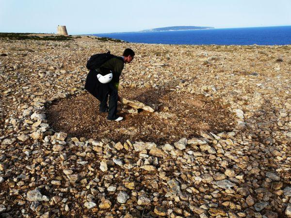Circulo rodeado de piedras en Formentera
