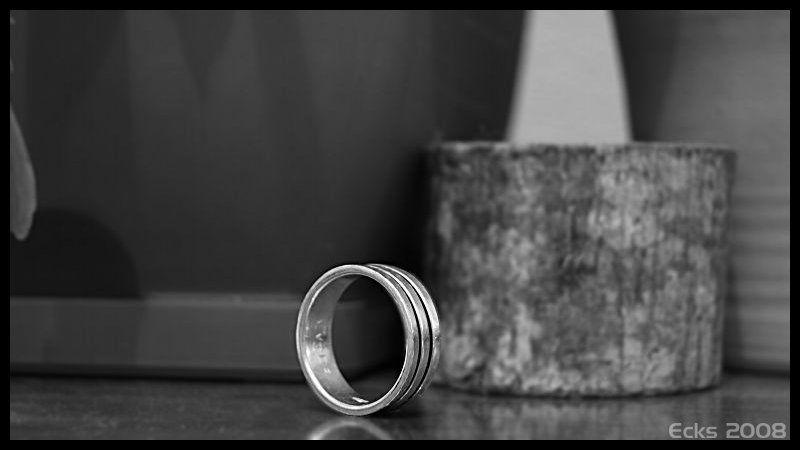 ring, b/w