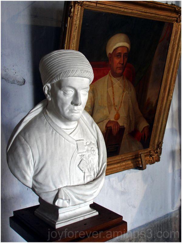 statue bust portrait Shovabazar Palace Kolkata