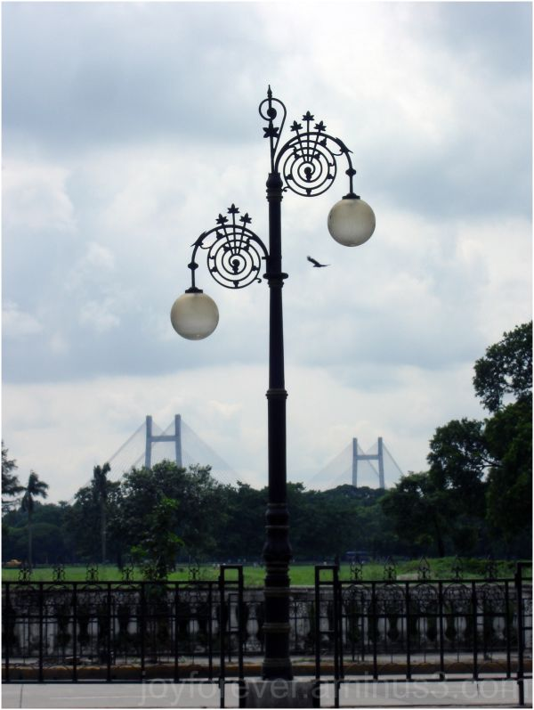 Kolkata india street lamp hooghly bridge