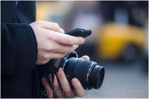 gadget camera dslr iphone hand street manhattan