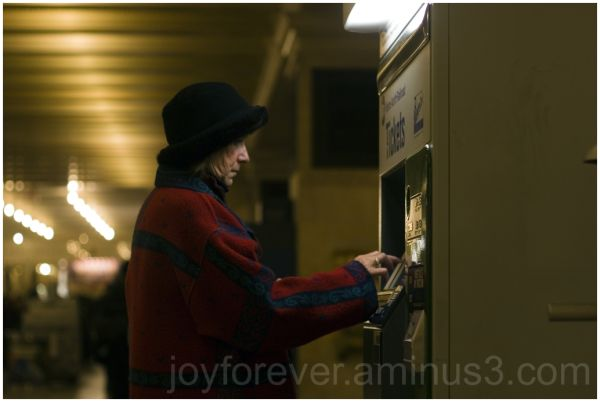 grand-central-terminus new-york-city ticket woman