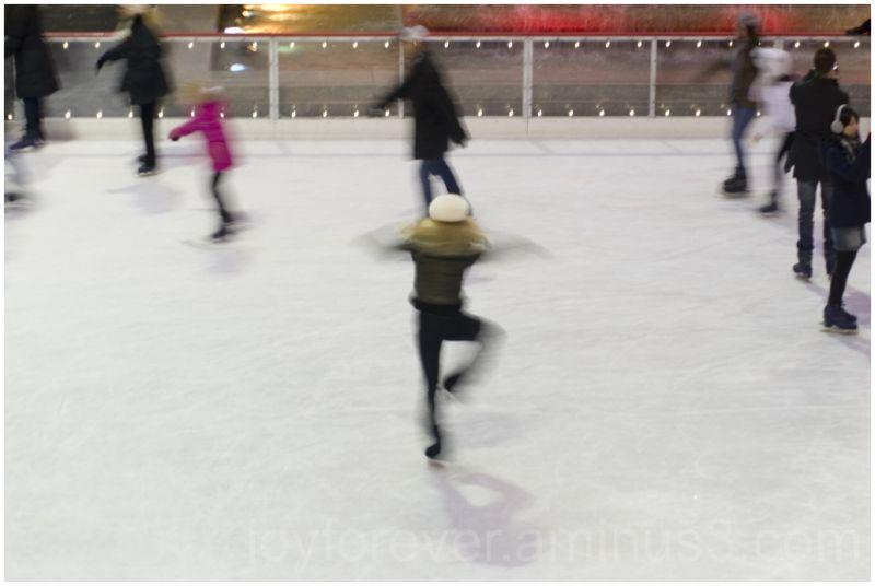 spinning skater ice-skating-rink rockefeller nyc
