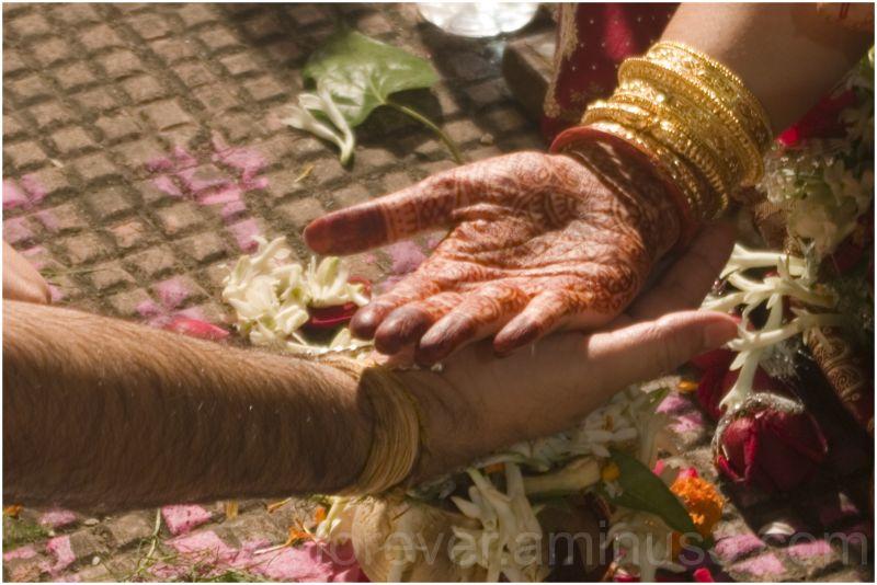 Bengali Hindu Wedding hands bride groom