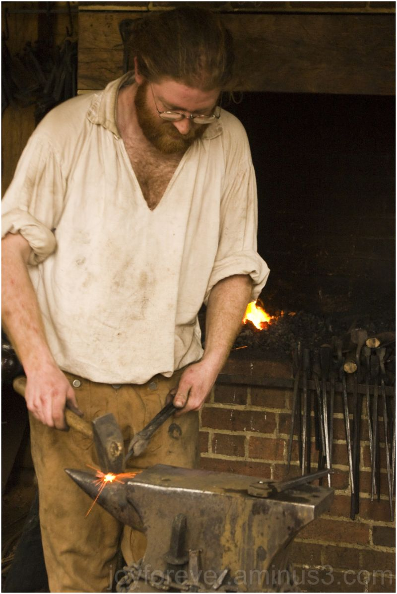 Mount-Vernon blacksmith iron spark hammer anvil VA