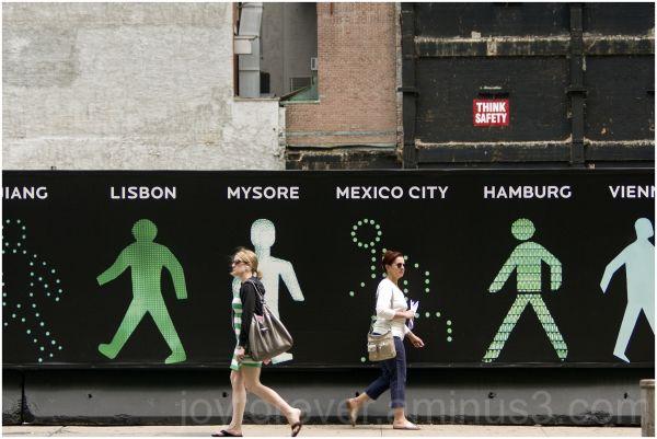 walking-men women pedestrian manhattan nyc street
