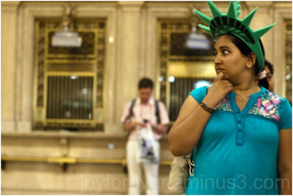 Grand-Central Railway-Station New-York-City woman