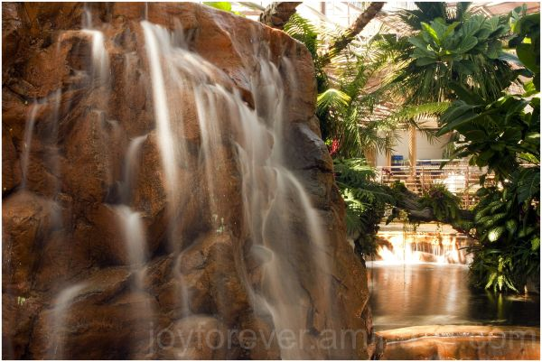 Waterfall Mirage hotel casino Las-Vegas Nevada