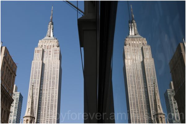 Empire-State-Building New-York reflection mirrored