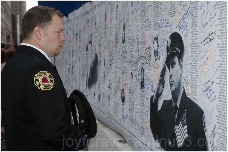 fireman WTC Ground-zero 9/11 tribute NYC