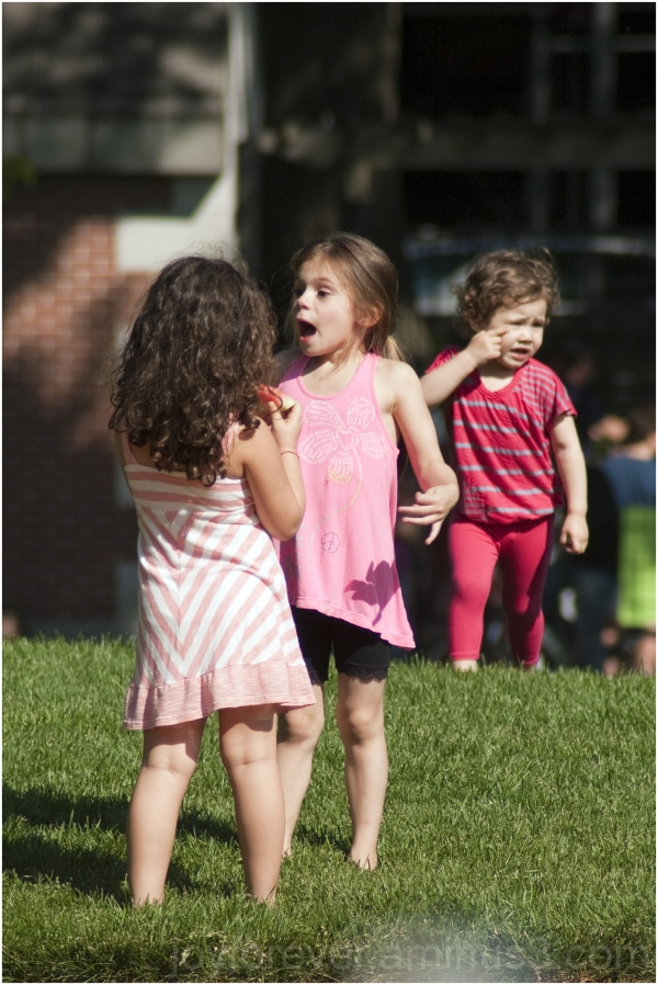 children girls child gossip Central-Park New-York