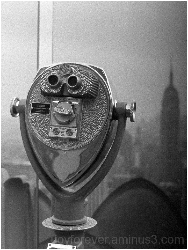 binoculars black&white film empire-state-building