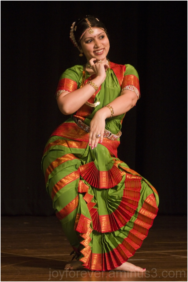 dance dancer Indian woman girl green performance