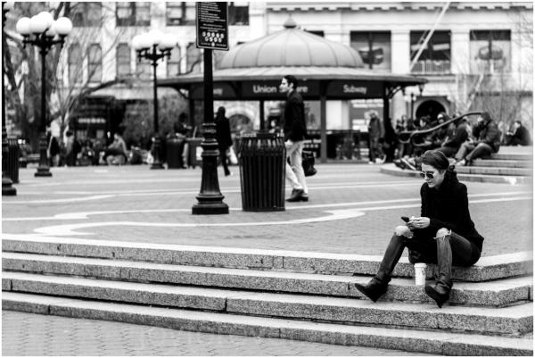 Union-Square New-York Manhattan street woman phone