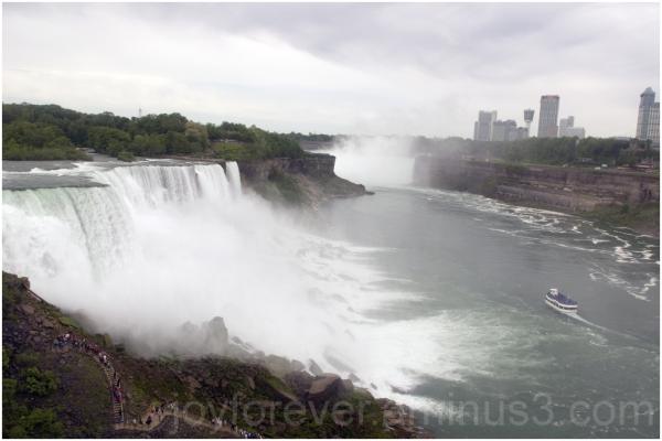 water foam mist waterfall Niagara falls USA