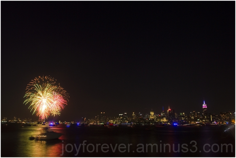 fireworks New-York Hudson Macys July-4th night
