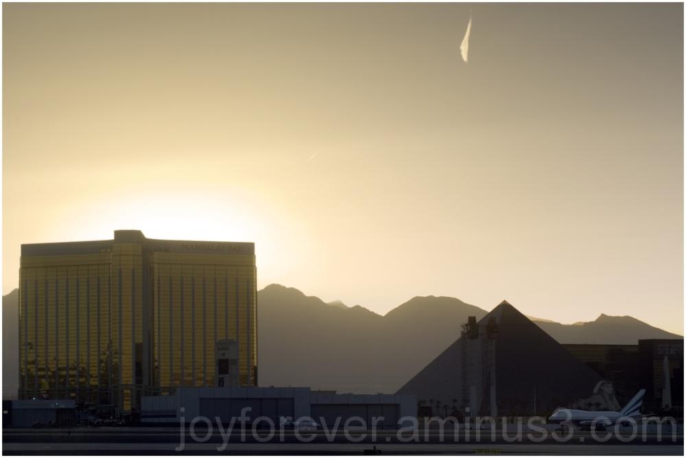 Las-Vegas Nevada Sunset Airport Plane Hotel Casino
