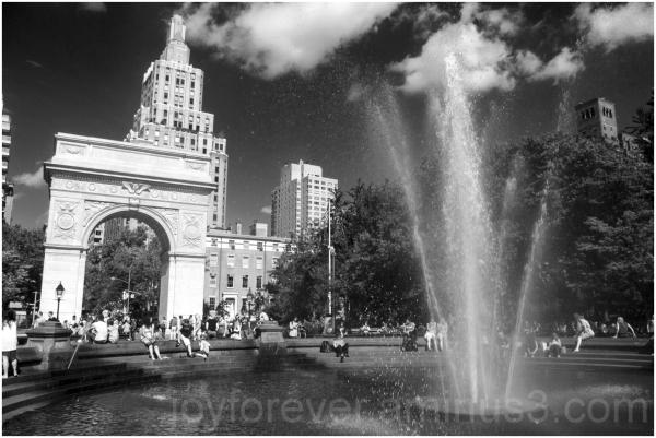 washington-square park fountain NYC blackandwhite