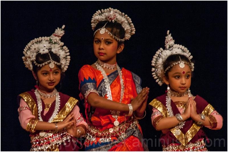 dance Indian classical Odissi girls dancers