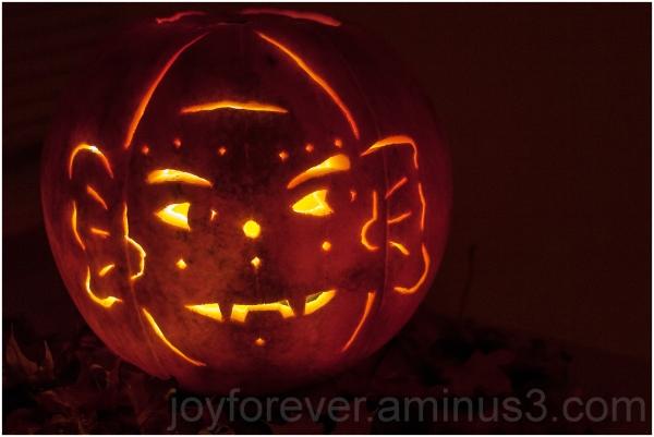 Halloween pumpkin art Jack-o-lantern ghost carving