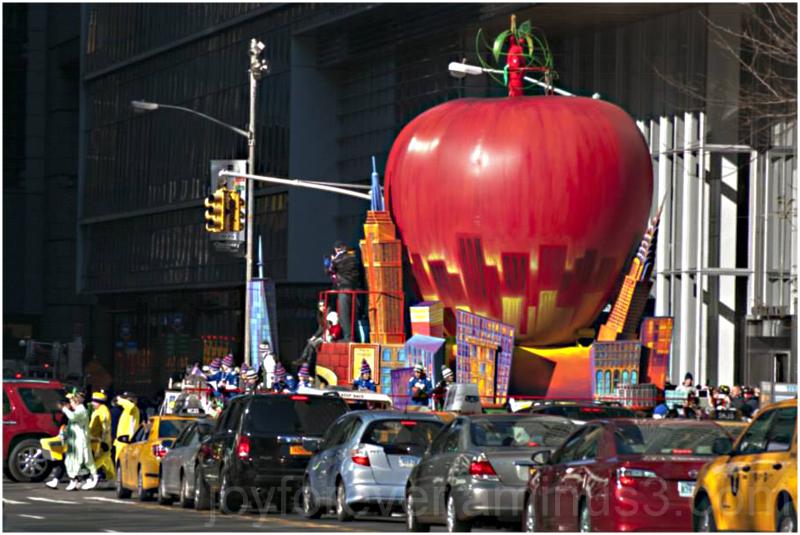 Thanksgiving parade Apple New-York-City Manhattan