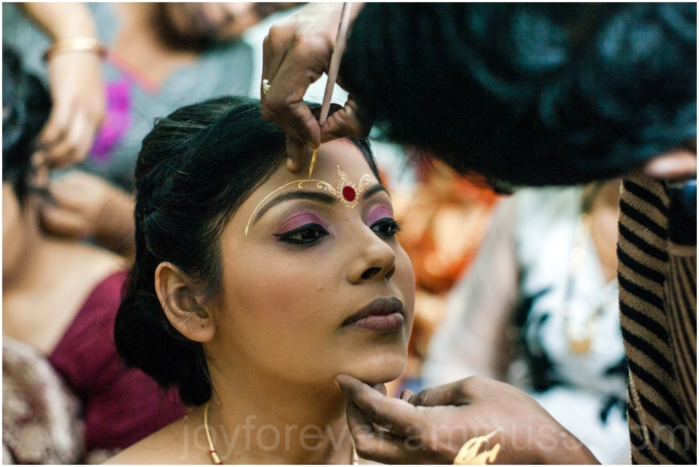 bride woman Bengali India wedding make-up portrait