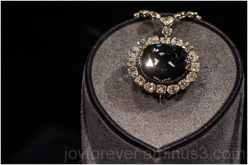 Hope diamond gem jewelry Smithsonian museum DC