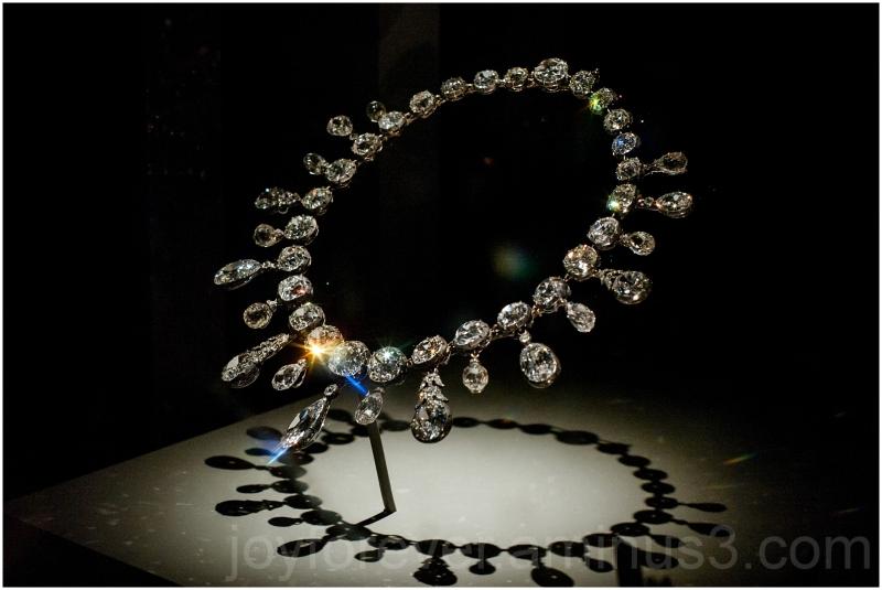 necklace diamond gem jewelry Smithsonian museum DC