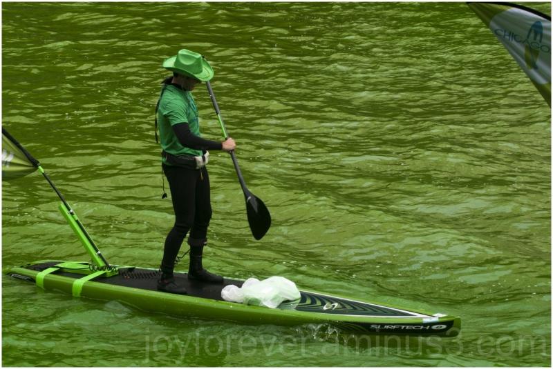 chicago river green stPatricksDay Illinois boat