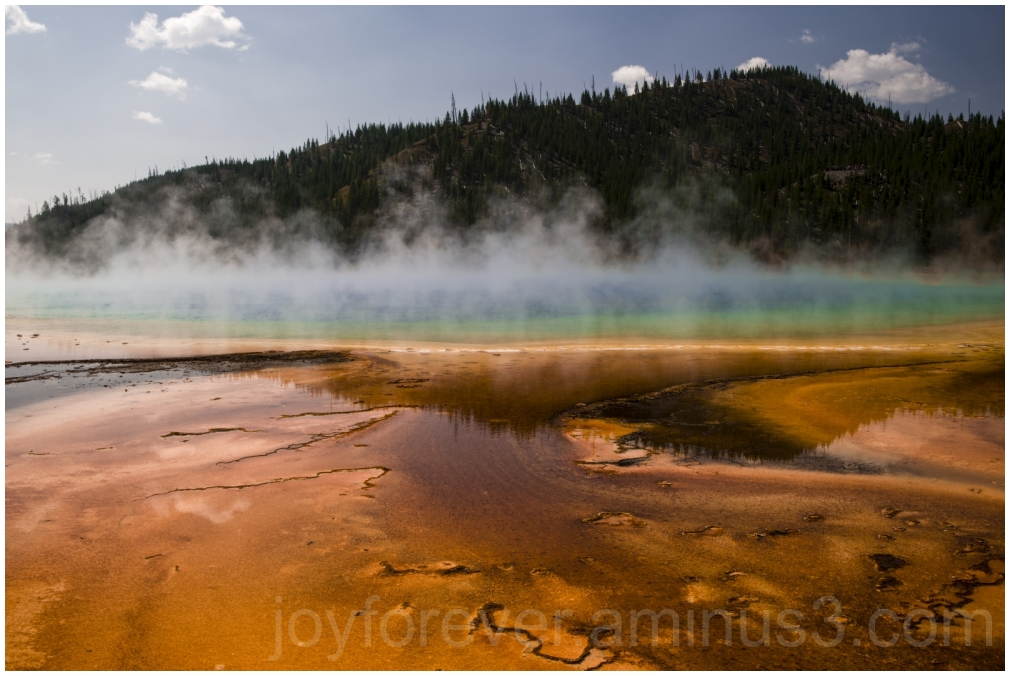 HotSpring Yellowstone Wyoming water colorful pond