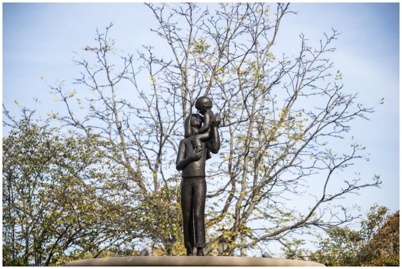 mother child bronze statue sculpture LakeForest IL