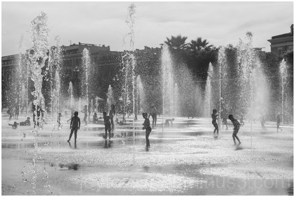 children fountain water Nice France silhouette B&W