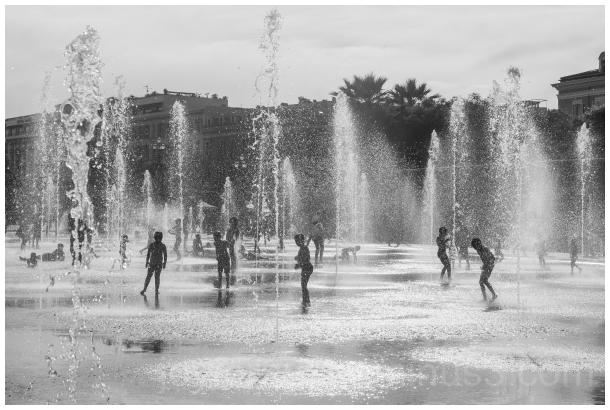 children fountain water Nice France silhouette B&W