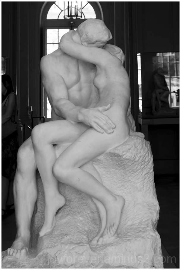 kiss lovers sculpture marble Rodin statue art