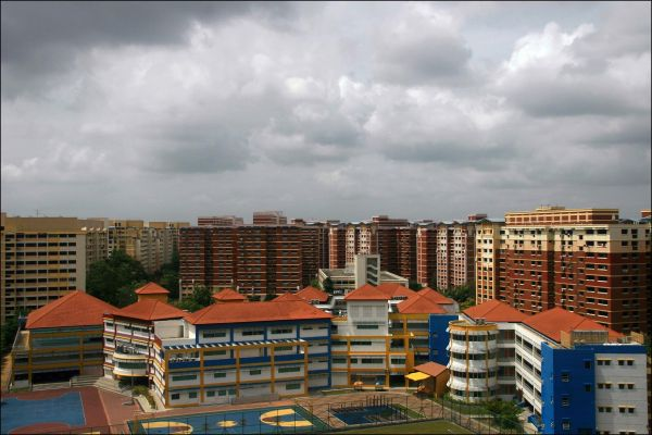 admiralty primary school surrounded by HDBs