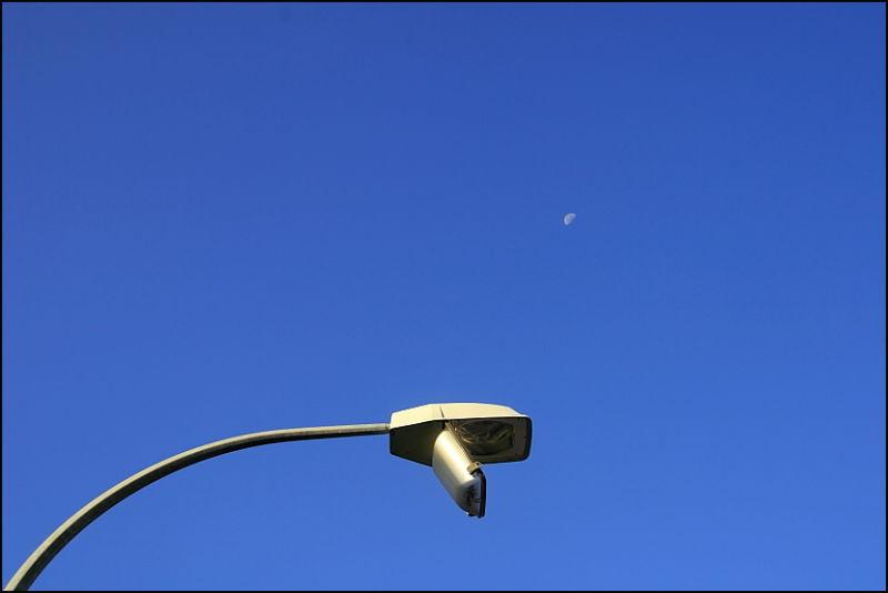 moon & the broken lamp
