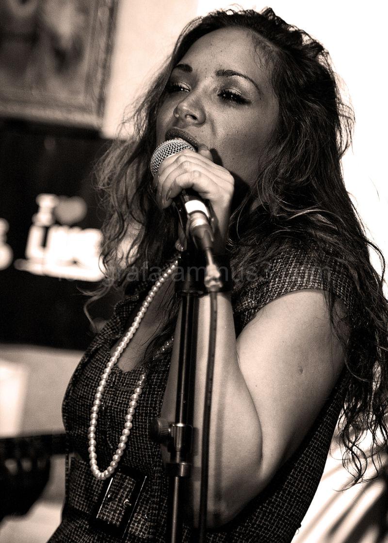 Hannah Rose Live @ Favela Chic EC2